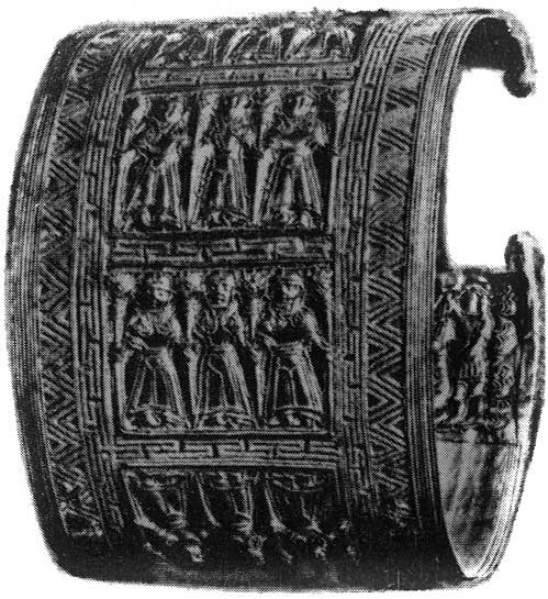 Etruscan bracelet with figured images from Cerveteri (Caere). Gold. 7th century BCE.  Rome, Vatican Museums
