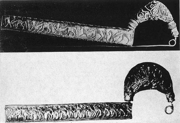 Two fibulas from Vetulonia. Upper — with granulation. Gold. Legth — 0,156 m. Lower — from the Littora tomb. Gold. Legth — 0,154 m. Both are from 7th century BCE. Florence, National Archaeological Museum
