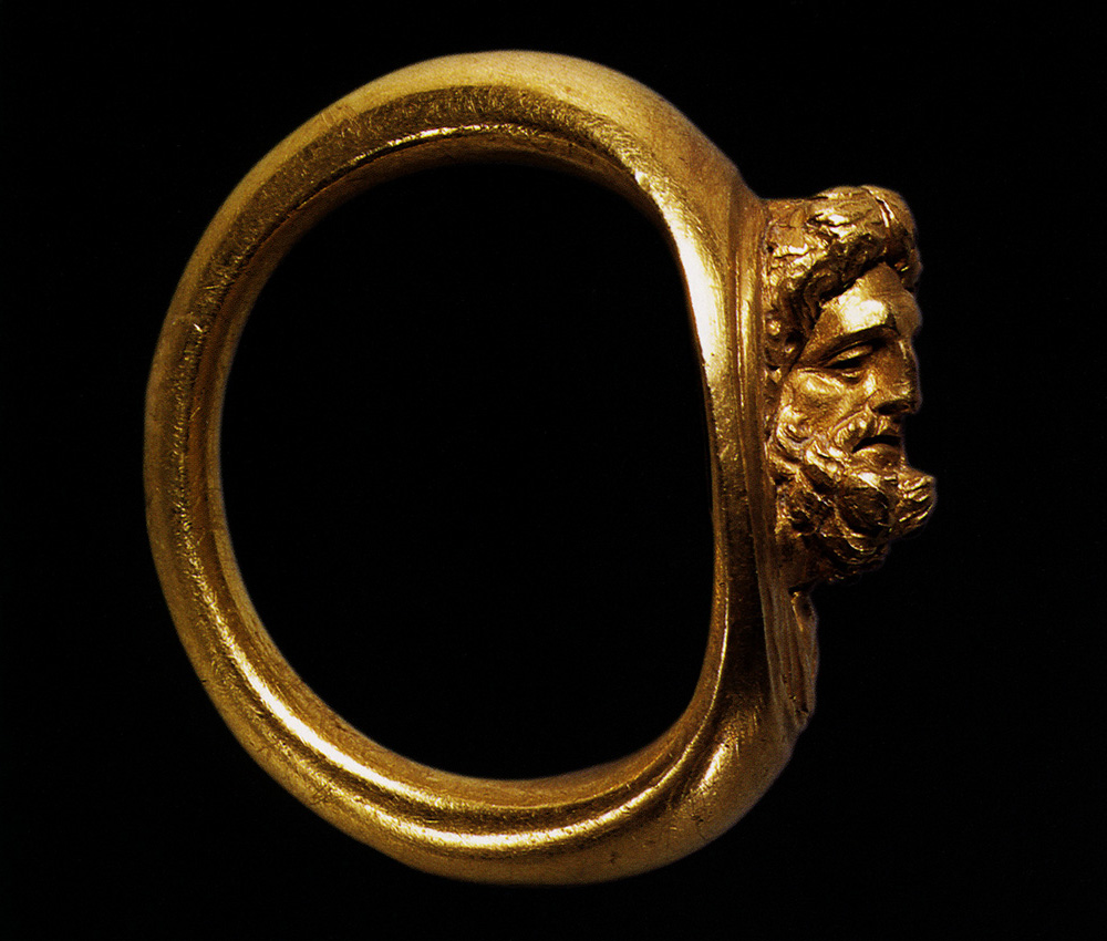 Ring with a bust of Jupiter. Gold. Ca. 50 BCE — 20 CE. Weight 14 g. Inv. No. Misc. 7051. Berlin, State Museums, Old Museum