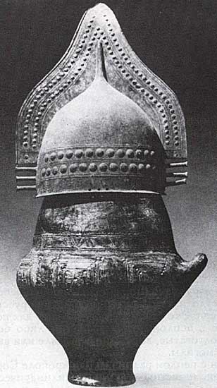 Biconical villanovian urn with a helmet. Clay. 9th—8th centuries BCE. Height — 0.71 m. Tarquinia, National Archaeological Museum