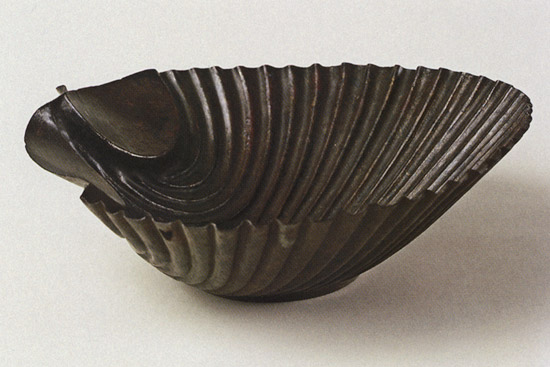 Cup in the form of a shell. Bronze. 1st century. Dark-brown patina. Height 5.5 cm, diameter 19.2 cm. Inv. No. В. 248. Saint Petersburg, The State Hermitage Museum