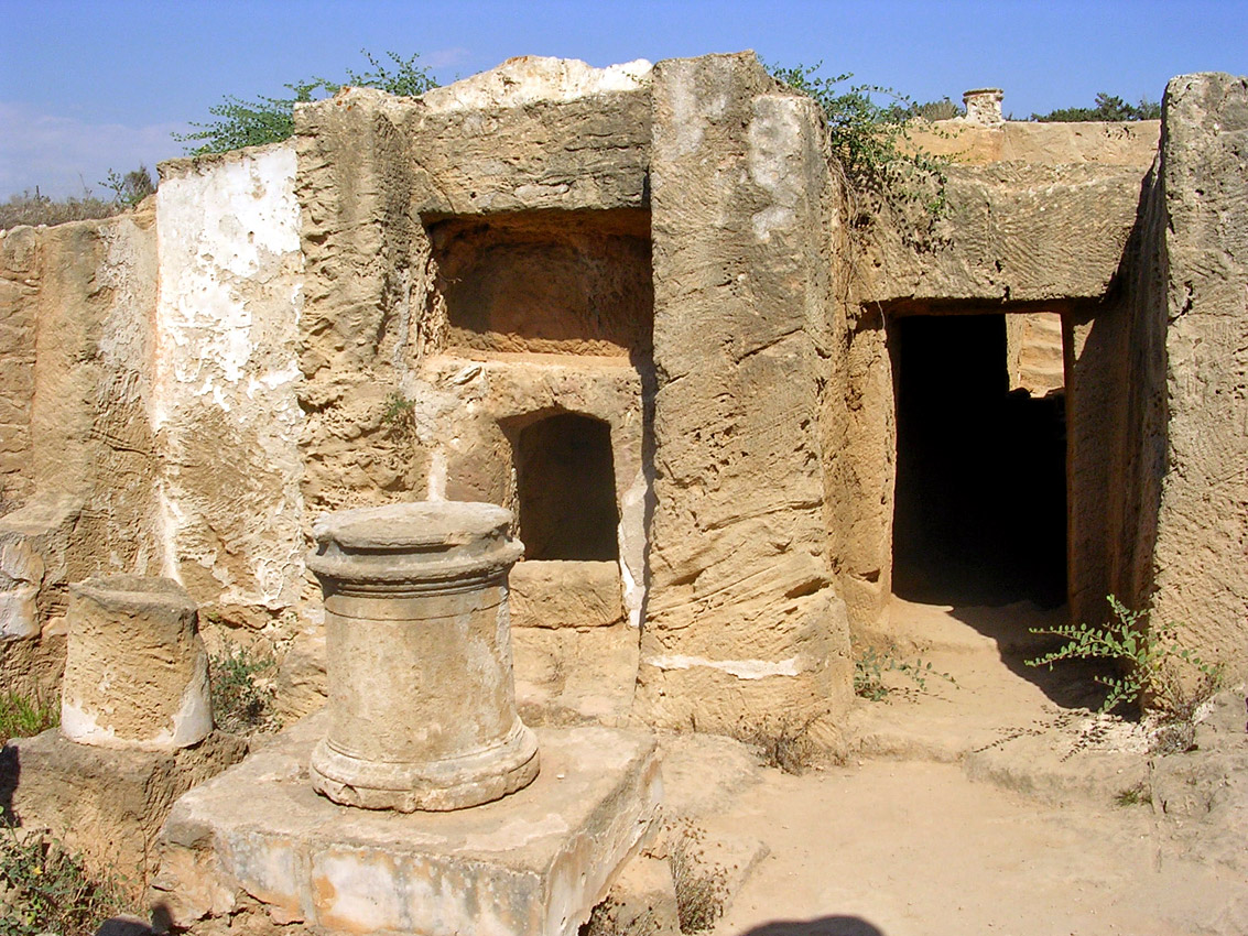 Tomb VI. Entrance, burial niches and sacrificial table. Hellenistic period (3rd—1st centuries BCE) Cyprus. Paphos, Tombs of the Kings