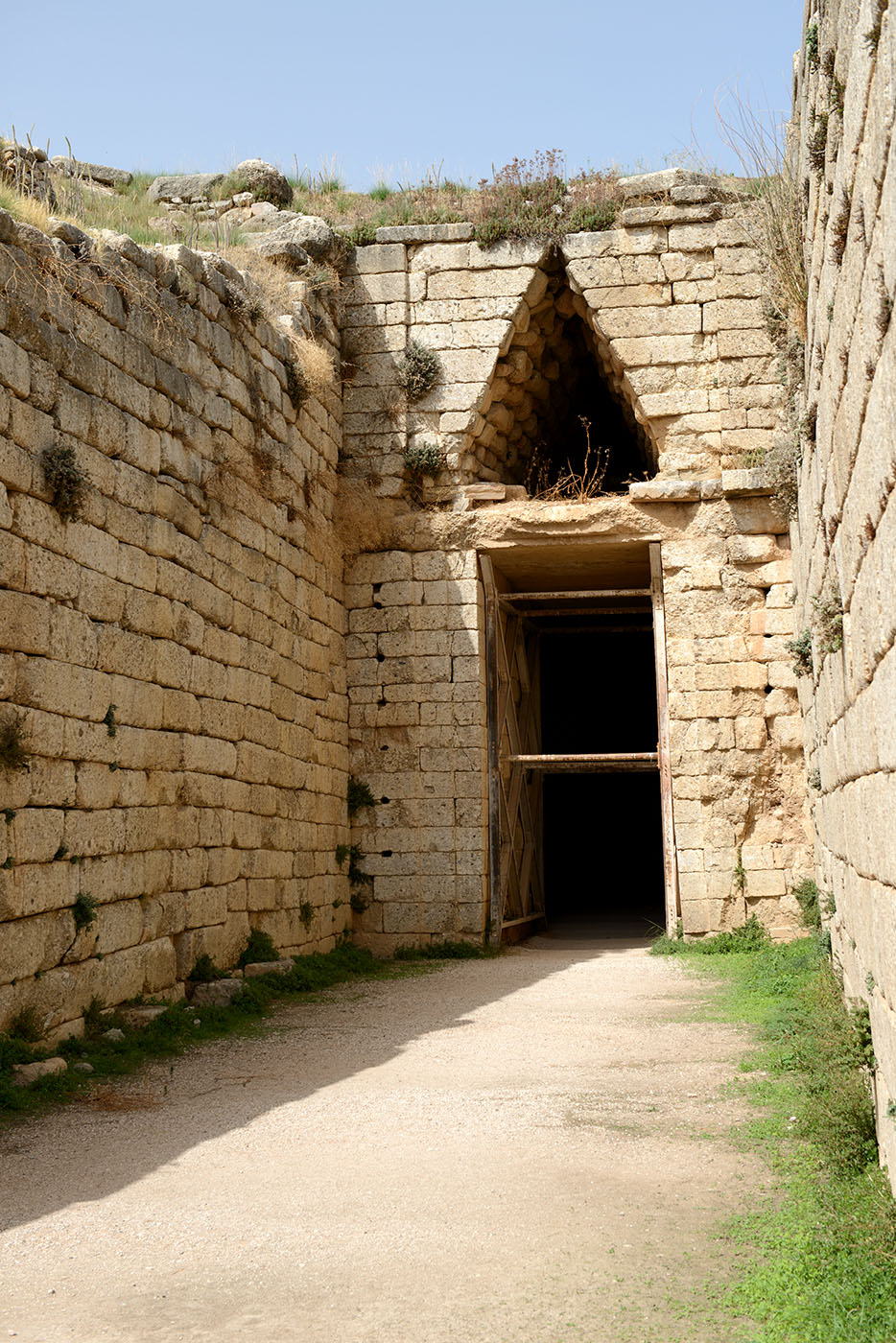 "Tholos tomb (so-called ""Tomb of Clytemnestra""). End of 14th cent. BCE. Mycenae"