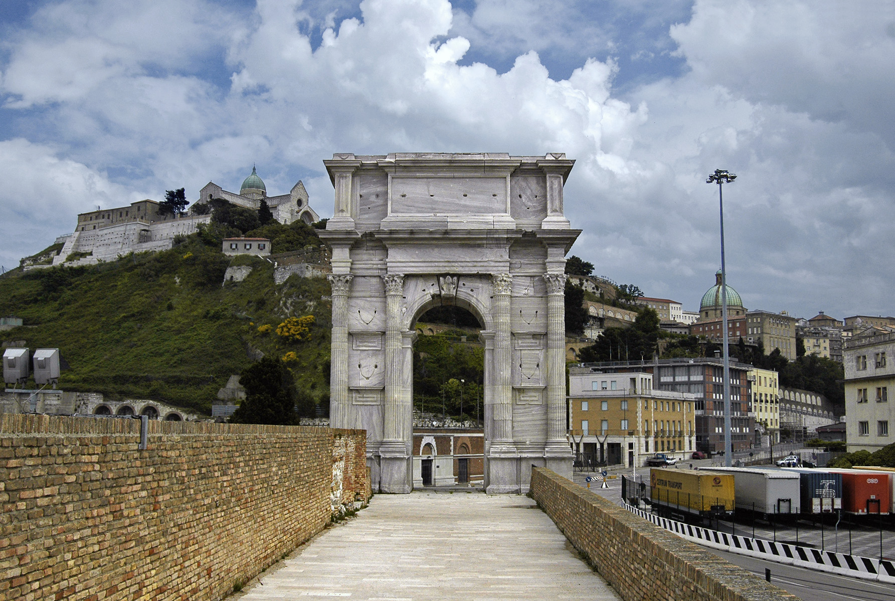 Arch of Trajan. By architect Apollodorus of Damascus. 100—116 CE. Ancona