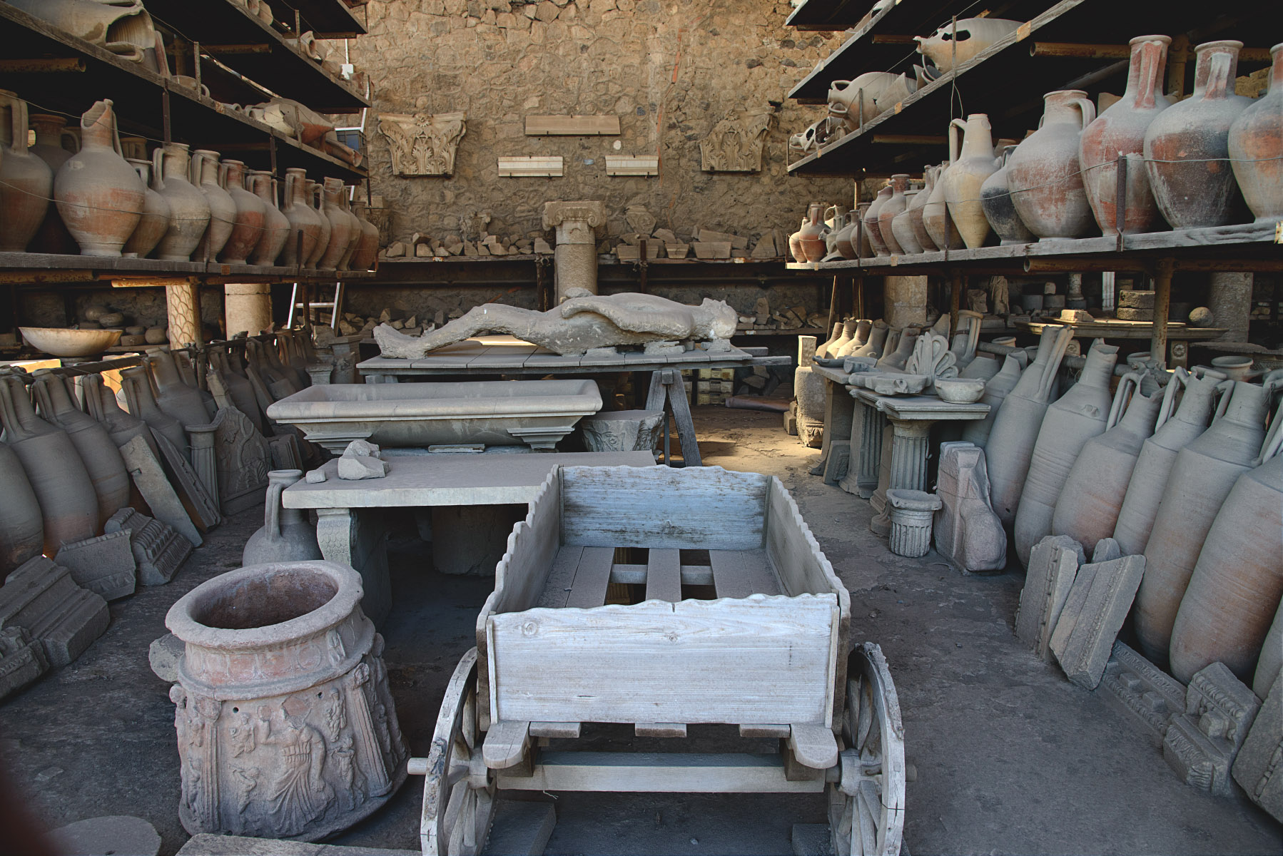 Pompeii, the granary market (VII. 7. 29), now used as a deposit store for supplies and artifacts.  Pompeii, VII. 7. 29