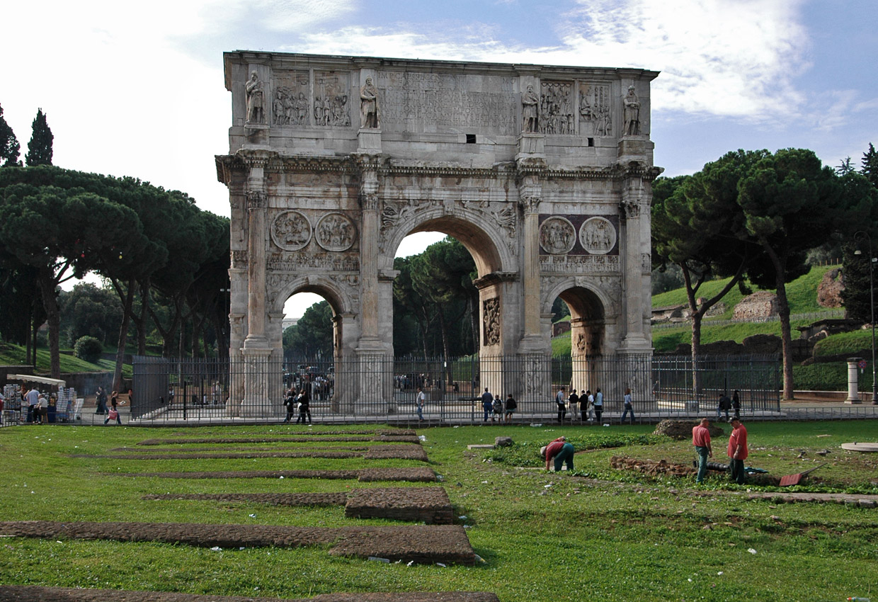roman triumphal arches The roman triumphal arch combined a round arch and a square entablature in a single free roman triumphal arches remained a source of fascination well after the.