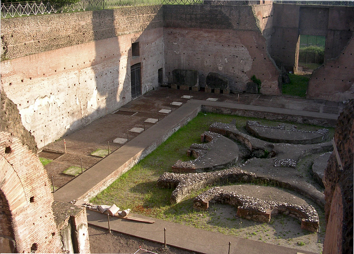 Domus Augustana. Lower peristyle and the central fountain. 81—96 CE. Rome, Palatine