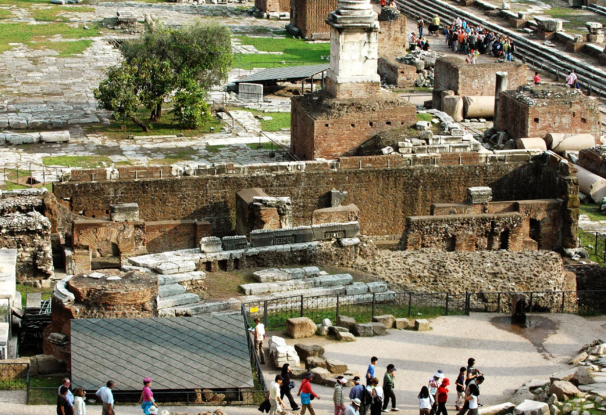 New rostra.  Rome, Roman Forum