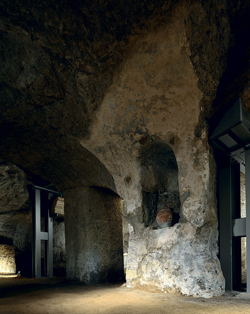 Tomb of the Scipios on the via Appia. The left longitudinal gallery. Rome, Tomb of the Scipios