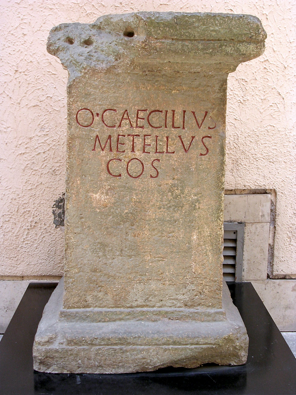Base of a statue of the consul Q. Caecilius Metellus. Early 1st century CE. (perhaps an Augustan copy of an older text). Copy. CIL XIV 2600. Inv. No. MCR 143. Rome, Museum of Roman Civilization