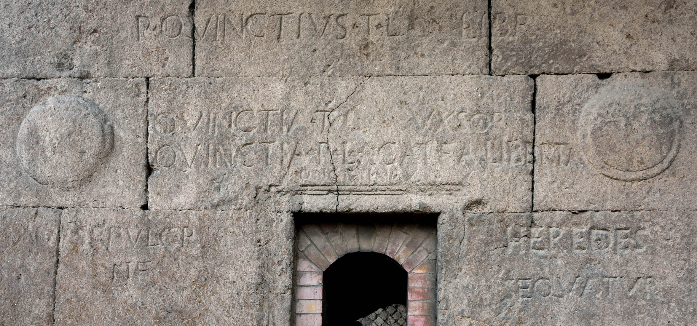 Inscription from sepulchre of Quinctii (tomb A). 100—71 BCE. CIL I2 2527a. ILLRP 795. AE 2000, 181. Rome, Tombs on the Via Statilia