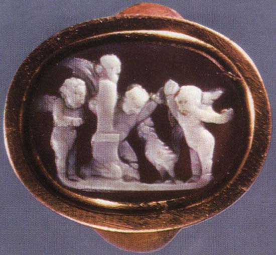 Eroses watching a cock-fight in front of a herm. Sardonyx. 1st century BCE. 1.2 × 1.6 cm. Inv. No Ж 252. Saint Petersburg, The State Hermitage Museum