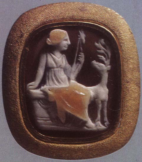 Artemis with a hind. Sardonyx. 1st century BCE — 1st century CE. 1.8 × 1.5 cm. Inv. No Ж 242. Saint Petersburg, The State Hermitage Museum