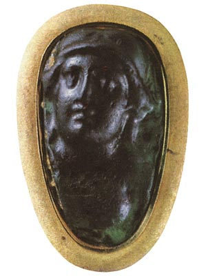 Roma. Glass. Rome. 1st century. 2.9 × 1.6 cm. Saint Petersburg, The State Hermitage Museum