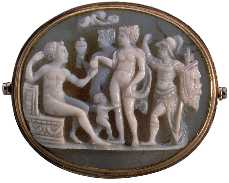 The Judgment of Paris. Italy. Second half of the 16th century. Cameo. Chalcedony—onyx, gold. 3.0 × 3.6 cm. Inv. No. К 2438. Saint Petersburg, The State Hermitage Museum