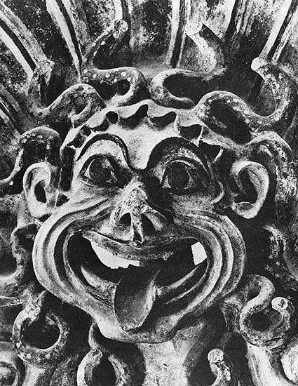 Antefix in the form of Gorgon Medusa's head. Terracotta. Late 6th century BCE. Height — 0.49 m. Rome, National Etruscan Museum of Villa Julia
