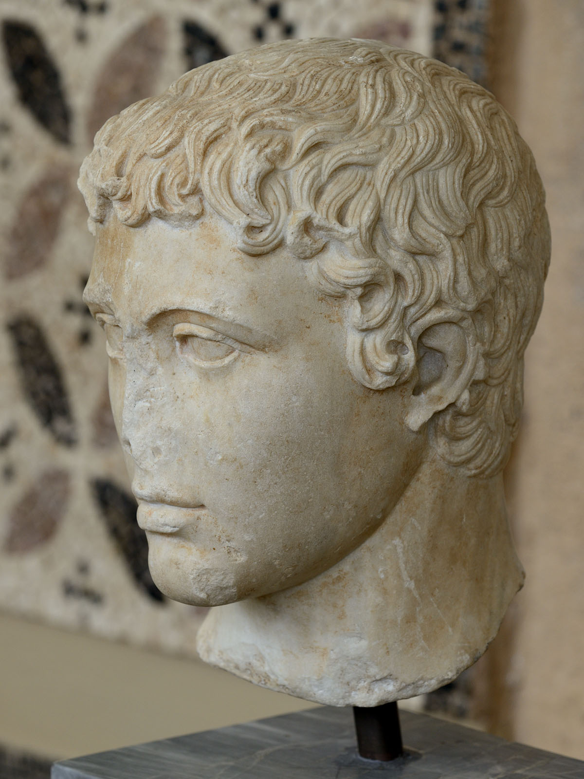 Head of youth (the Monteverdi type). Marble. Copy of a prototype of the 5th cent. BCE made in 2nd cent. BCE. Inv. No. S-425. Corinth, Archaeological Museum of Ancient Corinth