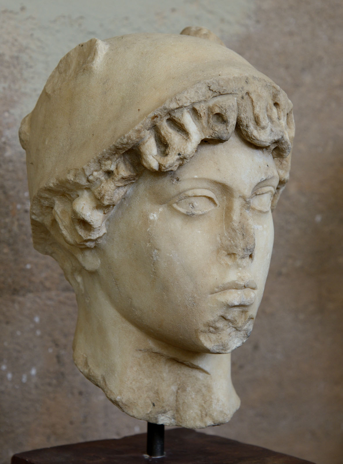 Head of Hermrs or Perseus. Marble. Copy of a prototype of the 5th cent. BCE made in 2nd cent. BCE. Inv. No. S-72-4. Corinth, Archaeological Museum of Ancient Corinth