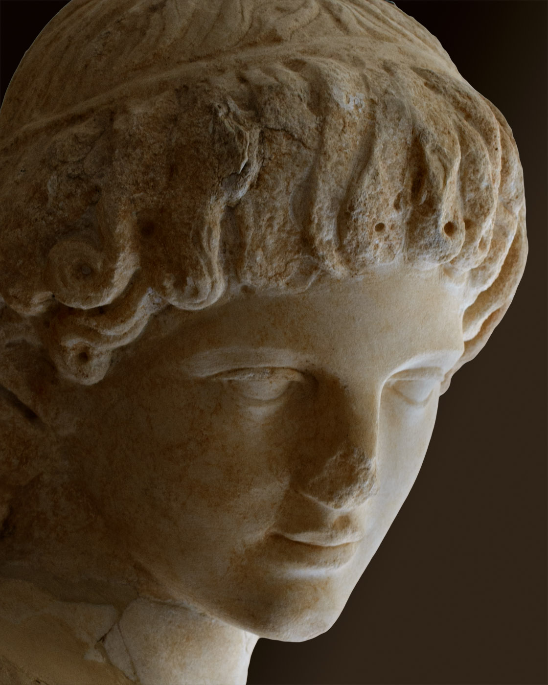 Head of youth (close-up). Fine-grained white marble. 1st—2nd century CE. Inv. No. S 1539. Corinth, Archaeological Museum of Ancient Corinth
