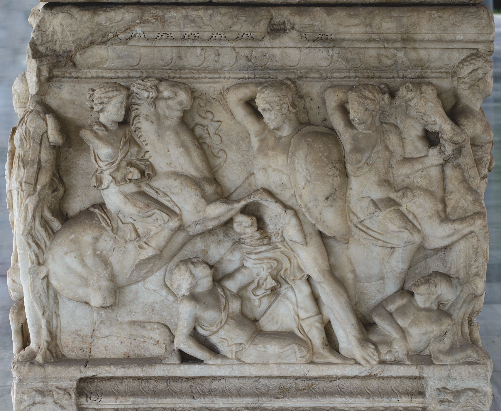 Attic sarcophagus with scenes of battles between the Greeks and the Amazons (the left short side panel). Marble. 220—230 CE. Thessaloniki, Archaeological Museum