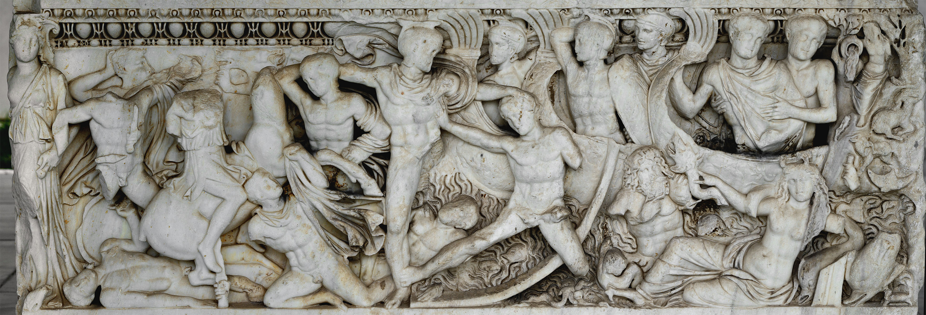 Attic sarcophagus with scenes of battles between the Greeks and the Trojan and a scene of Calydonian hunt — front view. Marble. 220—230 CE. Inv. No. 1246. Thessaloniki, Archaeological Museum
