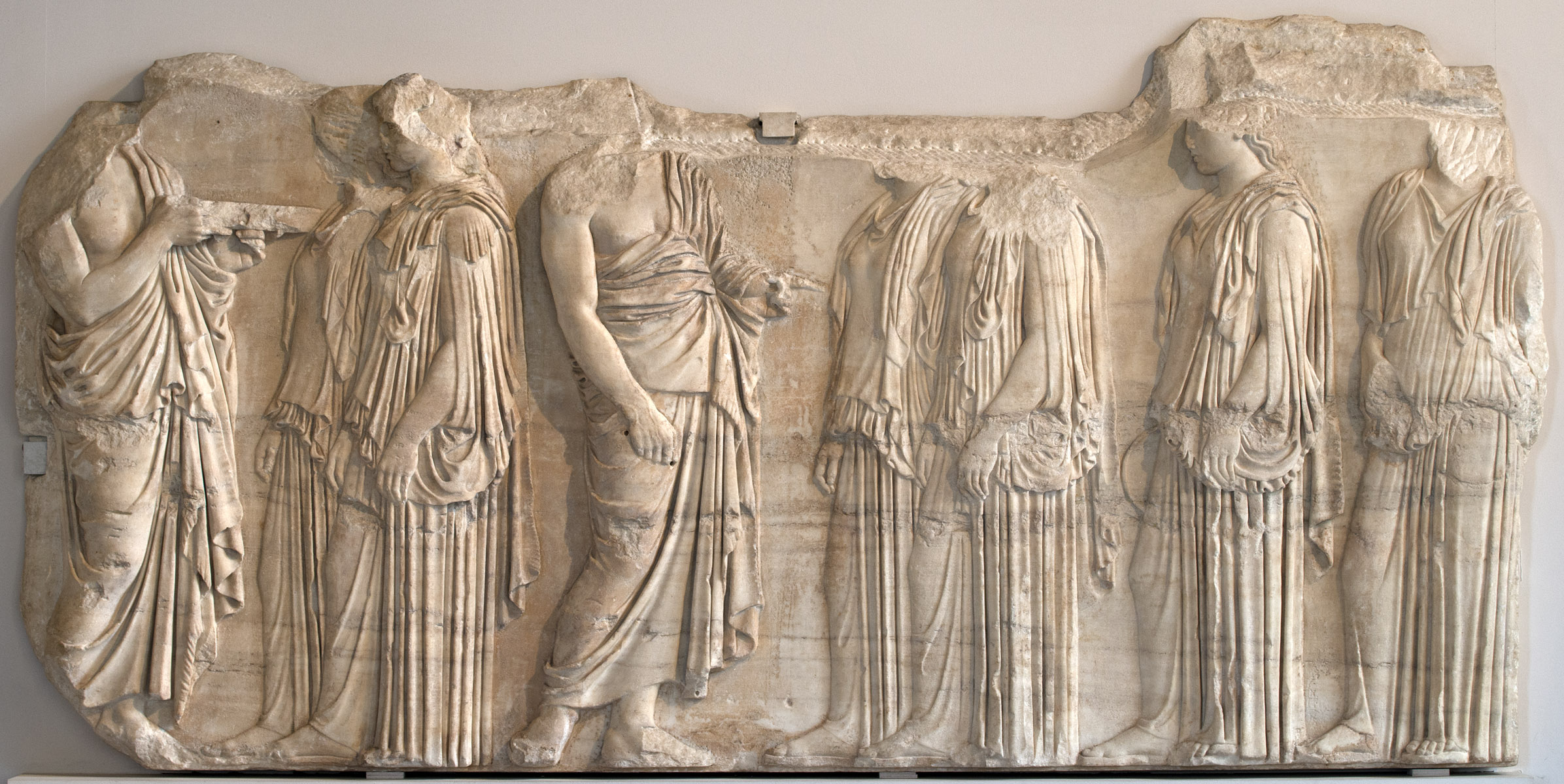 Panathenaic Procession. Ergastines. Frieze of Parthenon. The Eastern face. Penthelic marble. 445—438 BCE. Inv. No. MR 825 / Ma 738. Paris, Louvre Museum