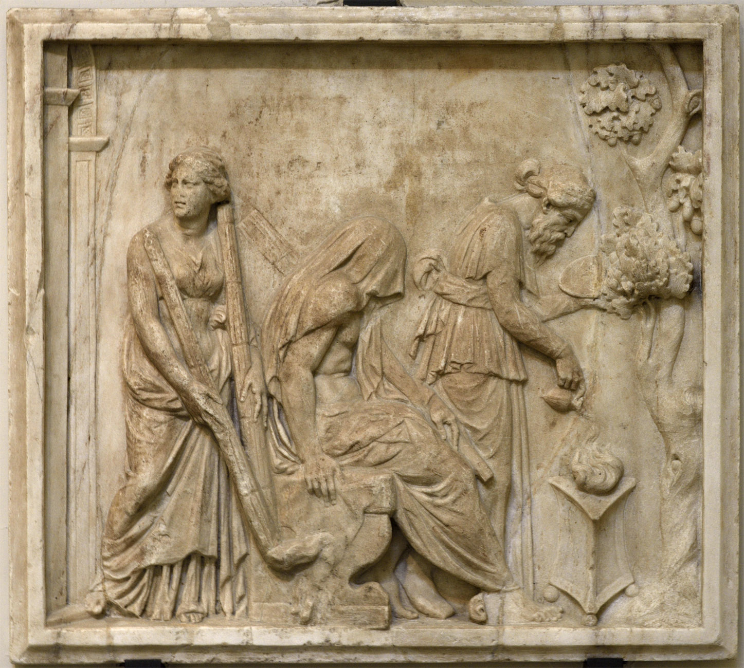 Heracle starting the rites of the Eleusinian Mysteries. Neo-Attic relief. Luna varble. Late 1st cent. BCE — early 1st cent. CE.  Inv. No. 6679. Naples, National Archaeological Museum