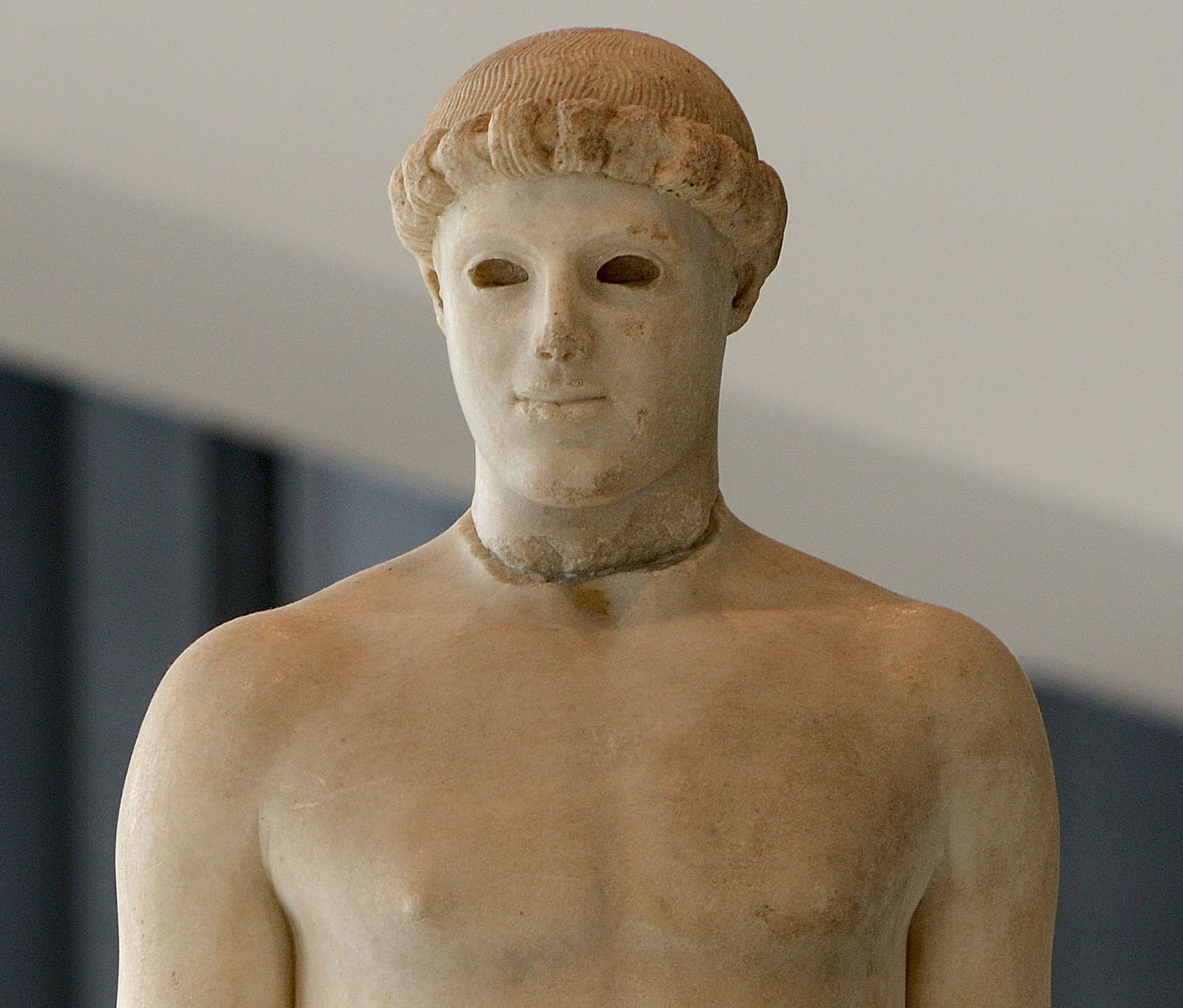 "Nude ephebe (so-called ""Kritios Boy"") — close up. Marble. After 480 BCE. Inv. No. Acr. 698. Athens, New Acropolis Museum"