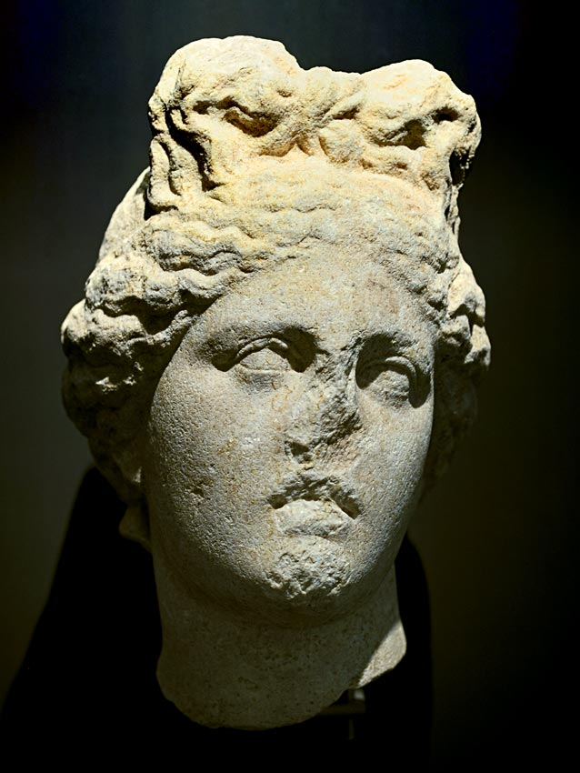 Aphrodite (Capitoline type). White marble. Last quarter of the 1st century BCE — beginning of the 1st century CE. Cremona, San Lorenzo Archaeological Museum