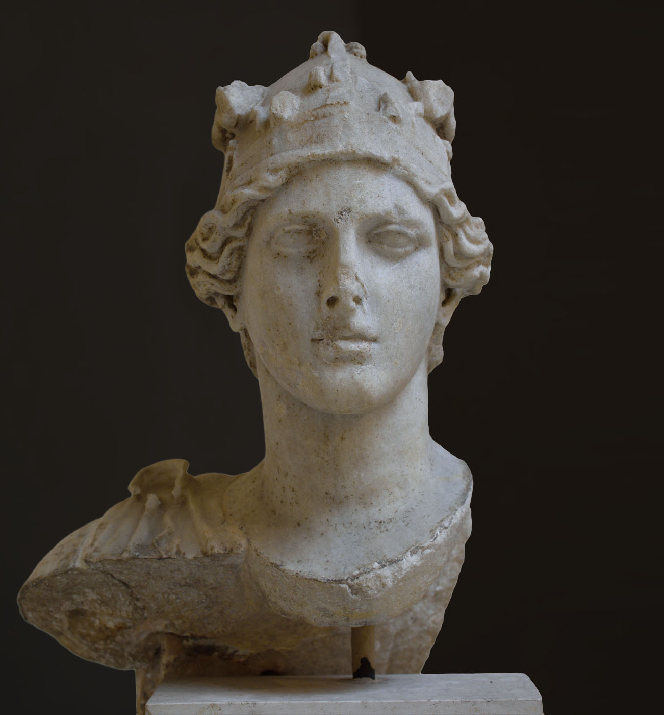 Athena with attic helmet. Head in Parian marble, body in Pentelic marble. 2nd cent. CE. Inv. No. 1399. Ostia, Archaeological Museum