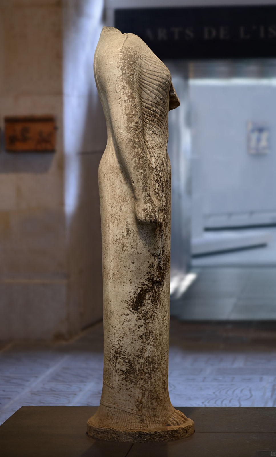 "Kore (so-called ""Hera of Samos""). Marble. 570—560 BCE. Inv. No. Ma 686 (MNB 3226). Paris, Louvre Museum"