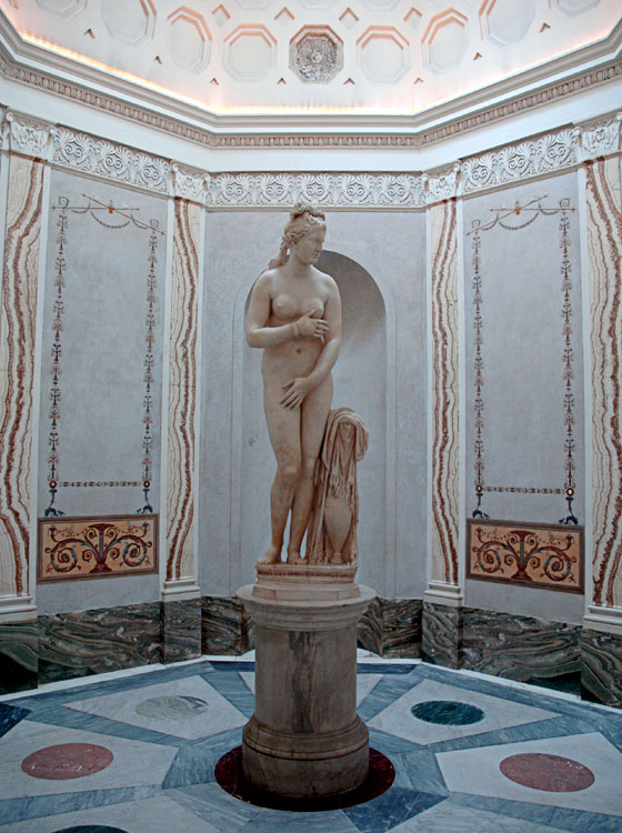 Capitoline Venus. Marble. Roman work of the 2nd century CE after a Greek model of the 4th century BCE. Rome, Capitoline Museums, Palazzo Nuovo, Cabinet of Venus