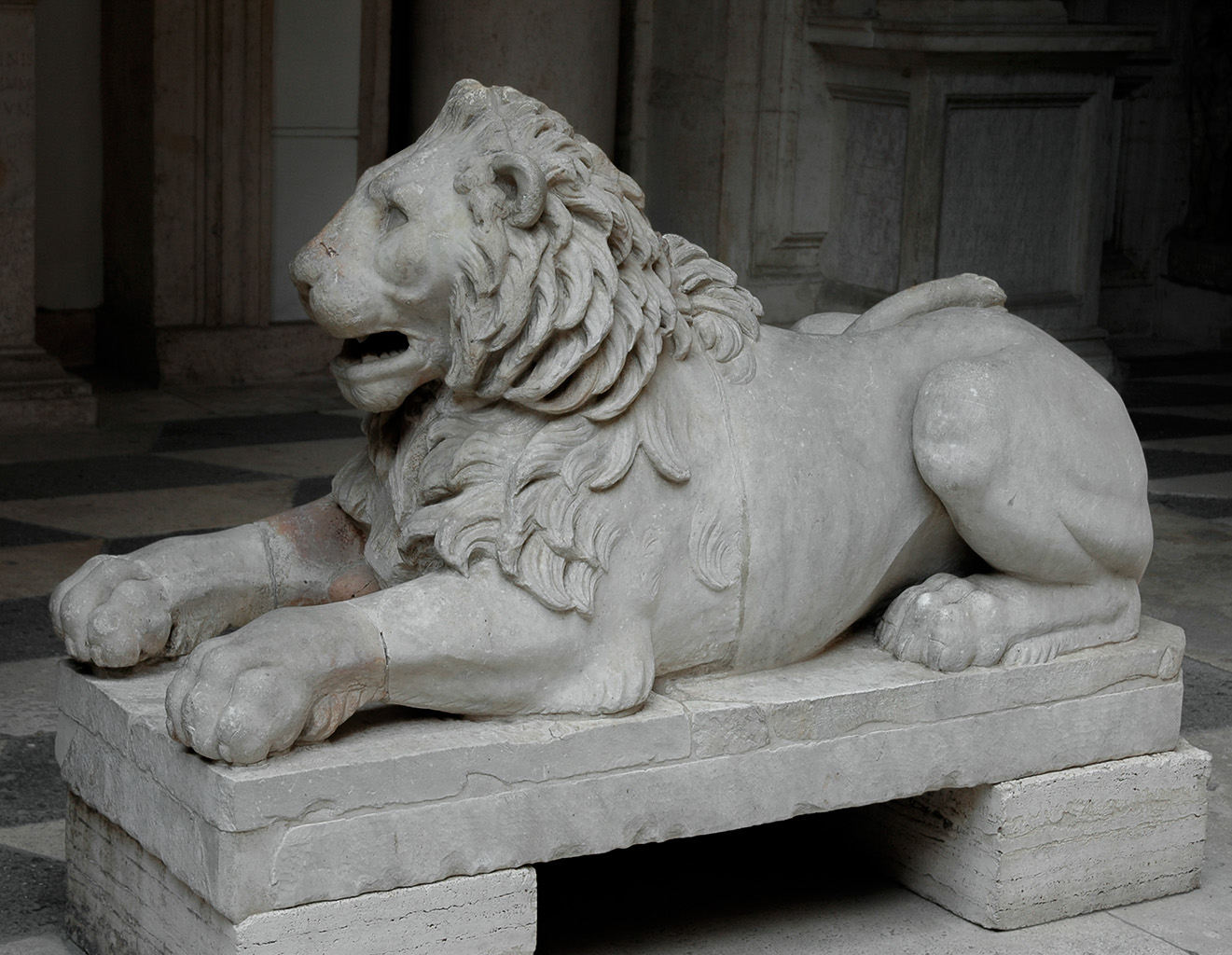 Lion. Marble. Inscription is modern. Inv. No. MC50. Rome, Capitoline Museums, Palazzo Nuovo, Lobby