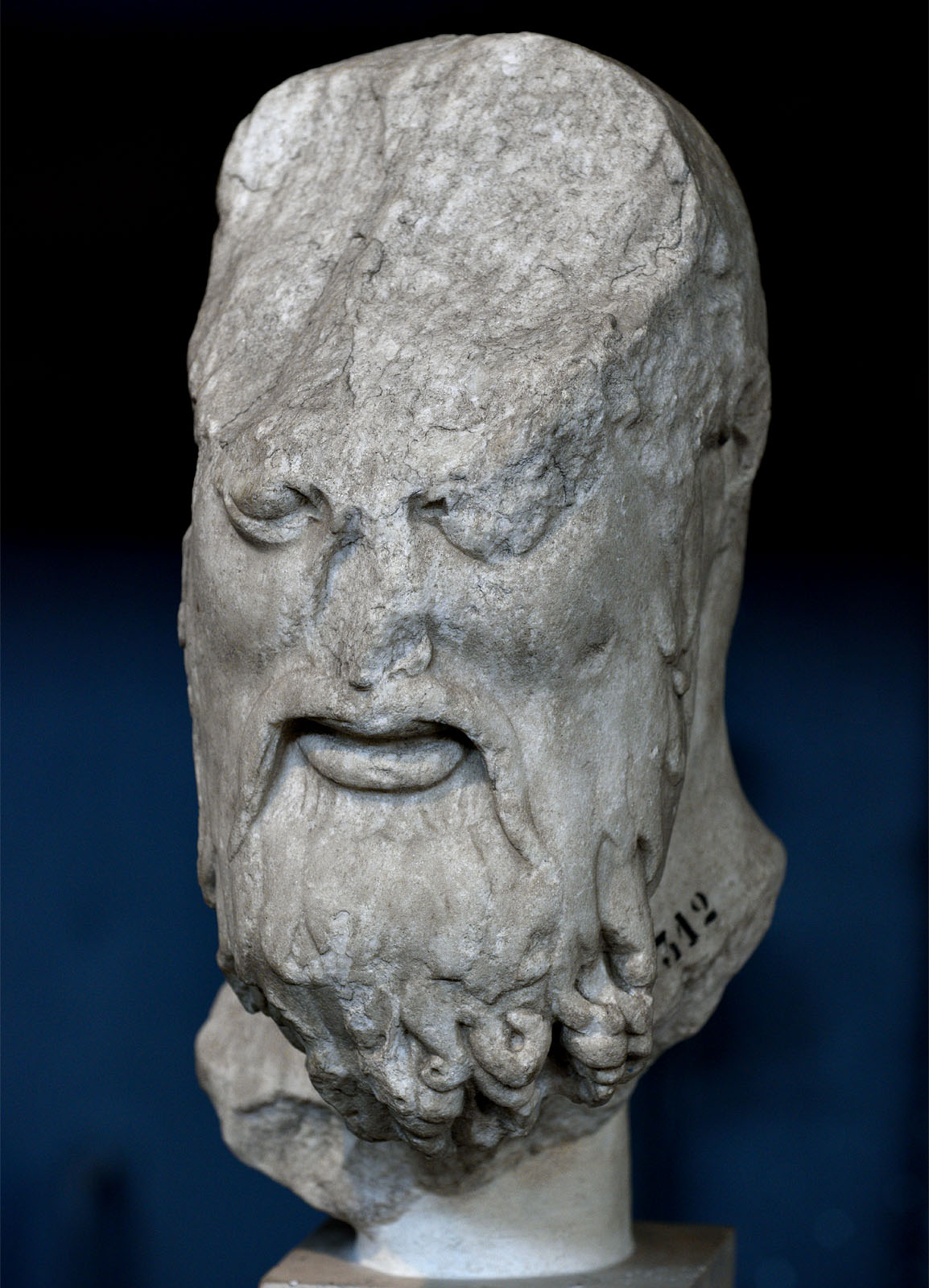 Head of Aristogeiton (fragment of a statuary group of the Tyrannicides). Marble from Luni. Roman copy after a Kritios and Nesiotes model of 475—465 BCE. Inv. No. MC 2312. Rome, Capitoline Museums, Museum Montemartini (Centrale Montemartini), II. 23