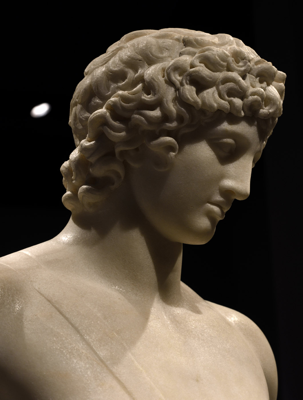 Apollo (so-called Apollo Chigi). A close-up. Large-graine Greek marble. Classicising Roman reworking inspired by a Greek model of the 4th century BCE. Inv. No. 75675. Rome, Roman National Museum, Palazzo Massimo alle Terme