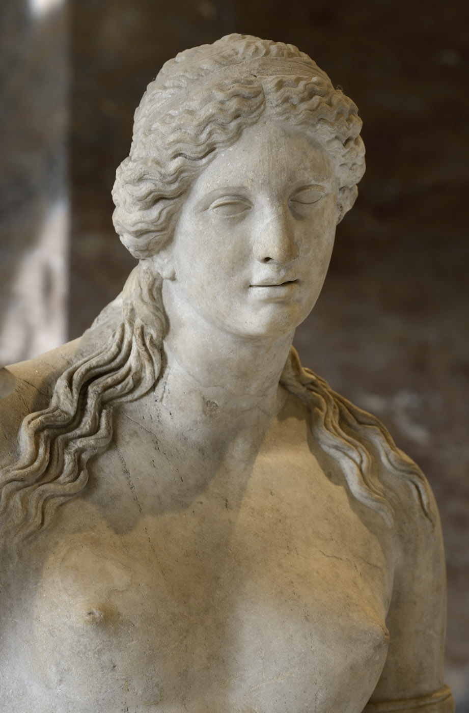 Venus of Arles (close-up). Marble from the mount Hymette. Roman work of the late 1st cent. BCE after a work by Praxiteles. Inv. No. MR 365 / Ma 439. Paris, Louvre Museum