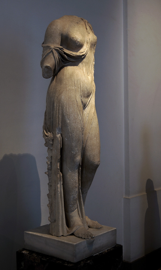 Aphrodite, so-called Charis. Marble. Roman copy of the Imperial age from a Hellenistic reworking of an original by Callimachus (late 5th century BCE). Inv. No. 607. Rome, Palatine Museum
