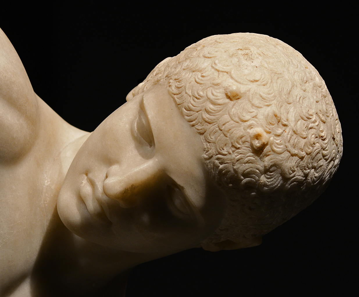 Discobolus (so-called Lancelotti or Palombara discobolus) — close-up. Parian marble. Roman copy of mid-2nd cent. CE from a bronze original by Myron of ca. 450 BCE. Inv. No. 126371. Rome, Roman National Museum, Palazzo Massimo alle Terme
