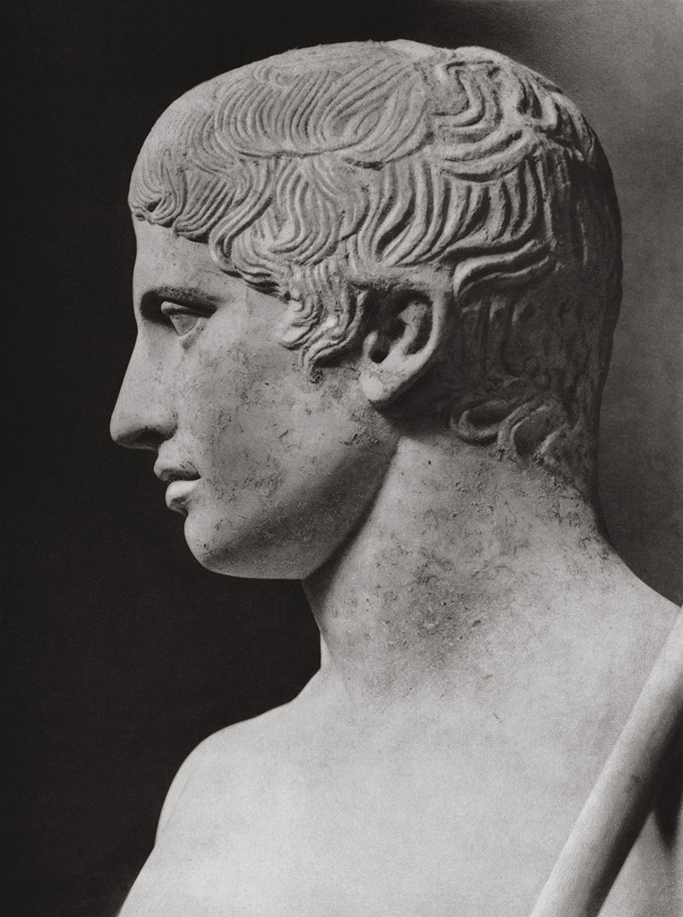 Doryphoros. Detail. Marble. Roman copy after a Greek bronze original by Polykleitos of the third quarter of 5th century BCE. Athens, National Archaeological Museum