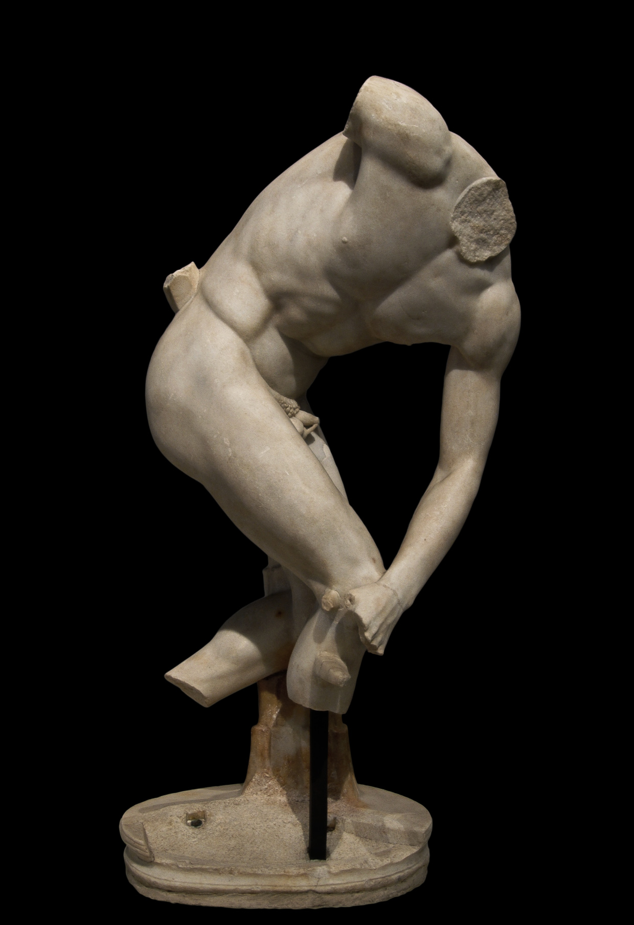 Discobolus of Castelporziano. Parian marble. Roman copy of the 2nd cent. CE after a bronze Greek original by Myron of the mid-5th cent. BCE. Inv. No. 56039. Rome, Roman National Museum, Palazzo Massimo alle Terme