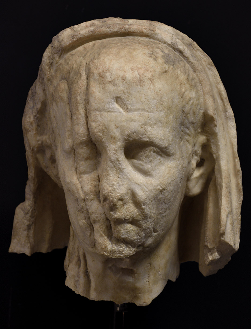 Veiled male head. Pentelic marble. Augustan period. Baia, Archaeological Museum of the Phlegraean Fields