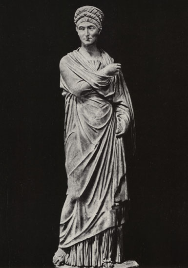 Statue of an elderly Roman woman. Marble. 98—117 CE. Naples, National Archaeological Museum