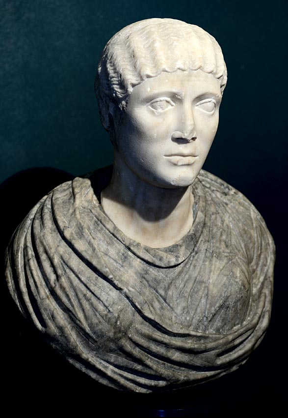 A female portrait. Head: white marble, 1st—2nd cent. CE. Bust — gray venous marble, later addition. Brescia, Santa Giulia Civic Museum