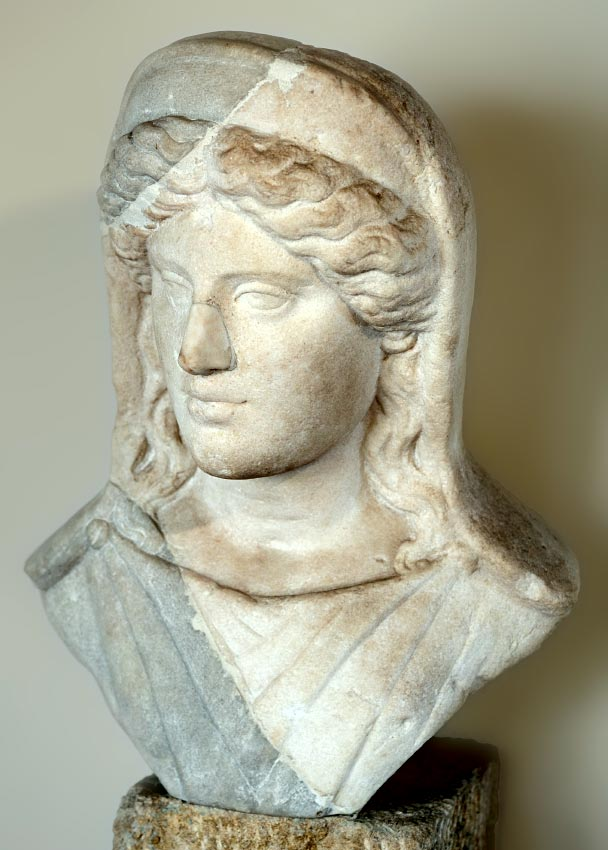 A portrait of a Roman matrona. Marble. Beginning of the 2nd century CE. Verona, Archaeological Museum
