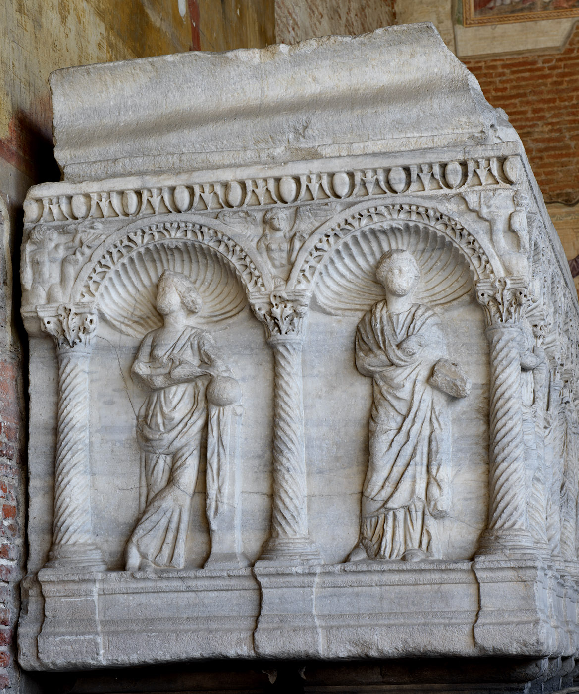Sarcophagus with representation of the dead married couple and the Muses in arches (left short side panel). Marble. Rome. Ca. 250 CE. Inv. No. С 22 est. Pisa, Camposanto Monumentale