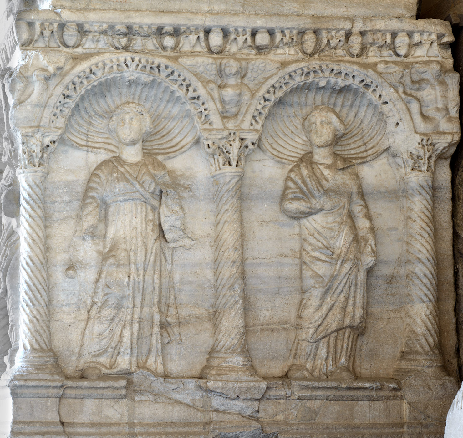 Sarcophagus with representation of the dead married couple and the Muses in arches (right short side panel). Marble. Rome. Ca. 250 CE. Inv. No. С 22 est. Pisa, Camposanto Monumentale