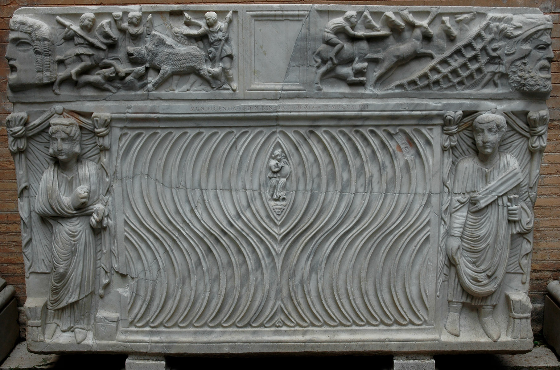 Sarcophagus strigilato. Marble. Second half of the 3rd century. Inv. No. MC9. Rome, Capitoline Museums, Palazzo Nuovo, Courtyard