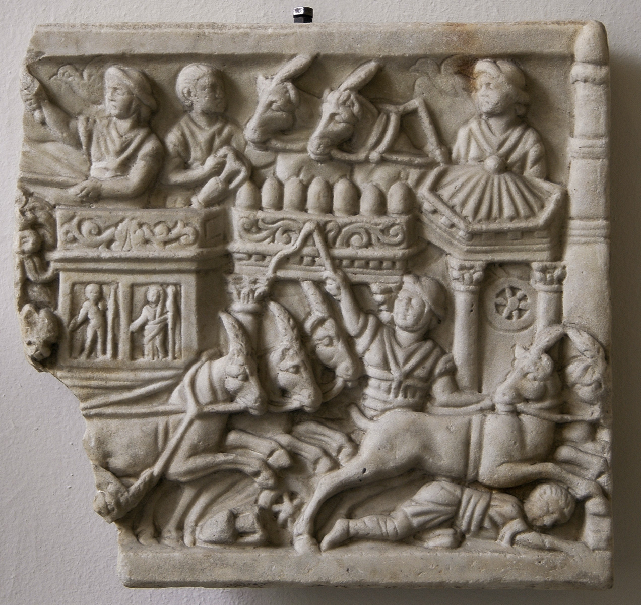 Chariot racing in the Circus. Fragment of the frontal side of sarcophagus? Marble. Ca. 300 CE. Inv. No. Sk 968. Berlin, State Museums, Pergamon Museum