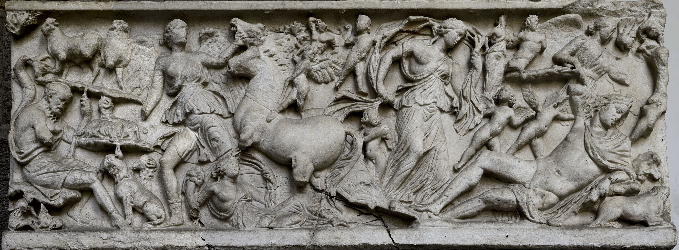 Sarcophagus with a myth of Selene and Endymion. Marble. Mid-2nd century CE.  Inv. No. 111070. Naples, National Archaeological Museum
