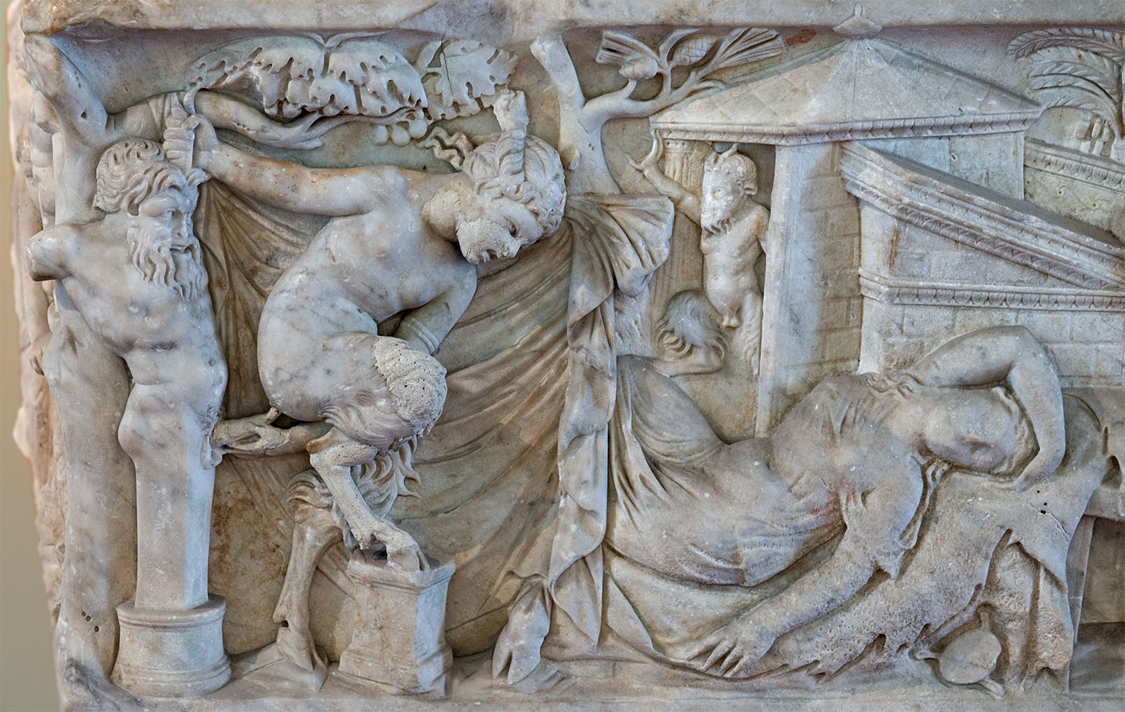 Sarcophagus with scenes of bacchanalia (close-up). White marble. 140—160 CE. Inv. No. 27710. Naples, National Archaeological Museum
